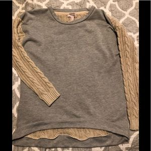 Sweater-Sweatshirt top, Medium.